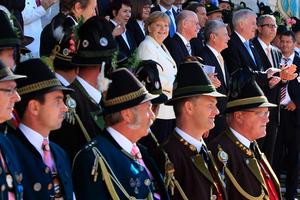 Οι Γερμανοί γιορτάζουν την 22η επέτειο επανένωσης