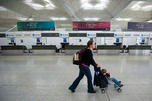 Αποζημίωση στους επιβάτες που χάνουν την πτήση τους