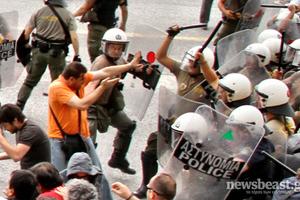 Στον εισαγγελέα οι συλληφθέντες στο υπουργείο Άμυνας