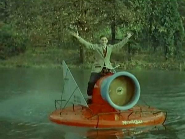 Το περίφημο Hover Scooter του 1960 Scoo002