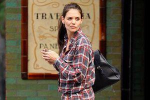 Η Katie Holmes λατρεύει τα τζιν