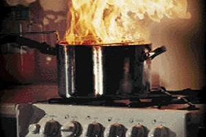 Πώς θα σβήσετε φωτιά από καμμένο λίπος στην κουζίνα;