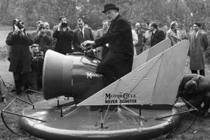 Το περίφημο Hover Scooter του 1960