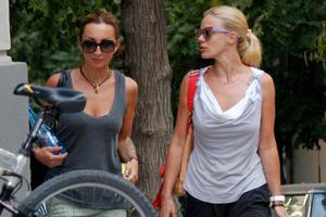 Βόλτα στο Κολωνάκι για τη Ζέτα
