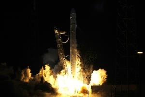 Εκτοξεύτηκε η πρώτη επίσημη εμπορική αποστολή στο διάστημα
