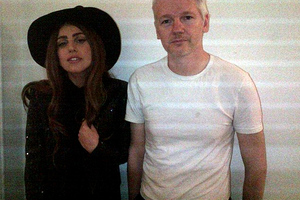 Τον κ. WikiLeaks επισκέφθηκε η Lady Gaga