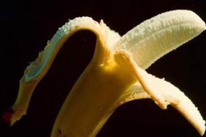 Τέσσερις απίθανες χρήσεις με τη φλούδα της μπανάνας