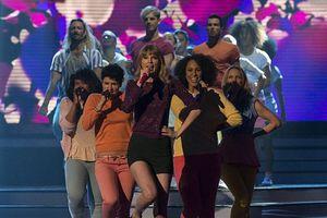 Η Taylor Swift έχει γεννηθεί για την σκηνή!