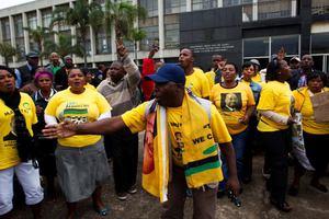 Η αστυνομία της Νότιας Αφρικής συνέλαβε 26 απεργούς