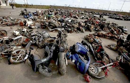 Ένα «νεκροταφείο» μοτοσυκλετών υποδηλώνει την καταστροφή Tsunami2