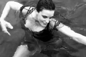 Η Liv Tyler στο φακό της Helena Christensen