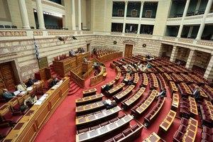 Ένταση στη Βουλή με αιχμή τροπολογία για τους ιμάμηδες