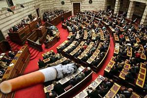 «Ντουμάνιασε» η Βουλή από τους καπνιστές