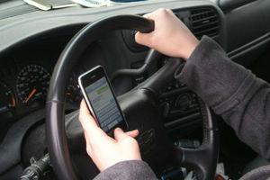 Η Ιταλία κήρυξε τον «πόλεμο» σε όσους οδηγούν και μιλούν στο κινητό