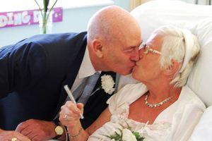 Παντρεύτηκε τον έρωτα της ζωής της στα 64