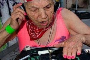 Καυτά γιαγιά όργιο