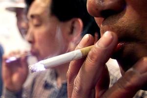 Αυξήσεις στις τιμές των τσιγάρων, μείωση των θανάτων