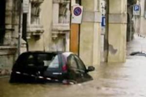 Ανεβαίνει συνεχώς ο αριθμός των θυμάτων από τις πλημμύρες στην Τοσκάνη