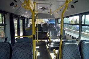 Οδηγός λεωφορείου χτύπησε μαθητές με Taser