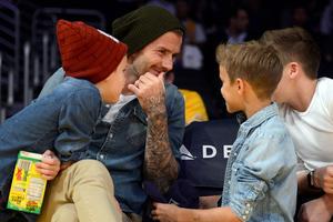 Ο David Beckham με τους γιους του στο γήπεδο