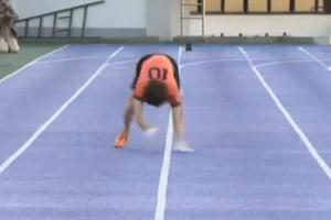Ιάπωνας τρέχει 100άρι με τα «τέσσερα»