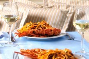 Πλήρες γεύμα θαλασσινών για 2 άτομα με 30 ευρώ
