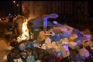 Διαμαρτυρίες με φόντο… τα σκουπίδια