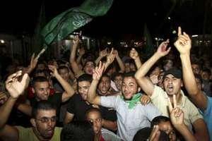 Χιλιάδες Παλαιστίνιοι βγήκαν στους δρόμους για να γιορτάσουν τη συμφωνία εκεχειρίας