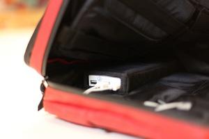 Νέα «έξυπνη» τσάντα που φορτίζει τα gadget σας