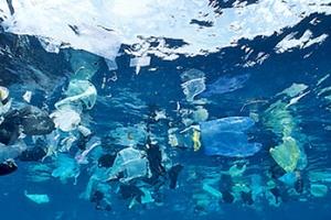 Χιλιάδες τόνοι πλαστικού πλημμυρίζουν τους ωκεανούς