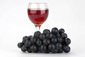 Τα ωφέλη του κόκκινου κρασιού για την καρδιά σας