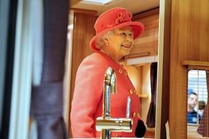 Καταραμένη φτώχεια για τη Βασίλισσα…