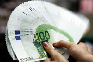 Η Εφορία θα κάνει… αναλήψεις στους λογαριασμούς μας