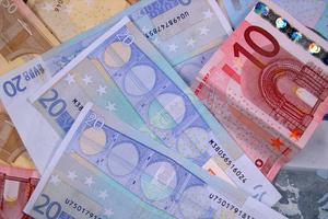 «Παγώνουν» η επιστροφή φόρου και φορολογική ενημερότητα