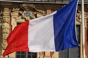 Την άμεση απελευθέρωση των μητροπολιτών ζητά η Γαλλία