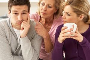 Οι άντρες γοητεύονται από γυναίκες που μοιάζουν στη μαμά τους