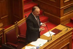 Διαξιφισμοί Καμμένου-Σταμάτη στη Βουλή για τα CDS