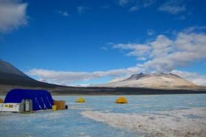 Αρχαία βακτήρια παγωμένης λίμνης ανακάλυψαν επιστήμονες