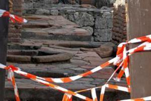 Κατέρρευσε τμήμα τοίχου στην Πομπηία