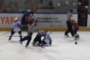 Μετέτρεψαν το γήπεδο πάγου σε ρινγκ