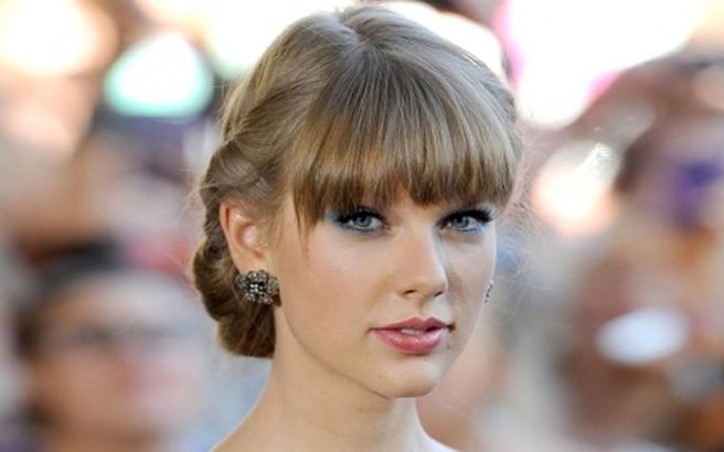 Όλα τα φλας στην Taylor Swift