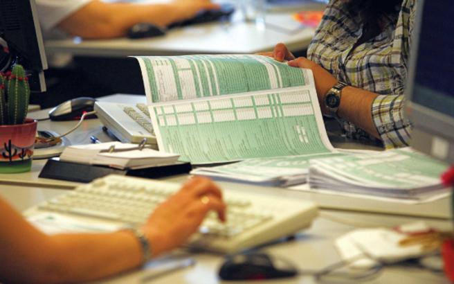 Ο Τσακαλώτος υπογράφει την ανταλλαγή πληροφοριών για λογαριασμούς εξωτερικού