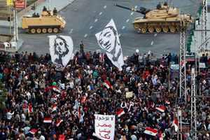 Έσπασαν το οδόφραγμα στο προεδρικό μέγαρο του Καΐρου