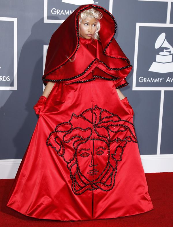 ... YSL για τη νέα χρονιά μέχρι και τη Lady Gaga! Κανείς ωστόσο δεν  ασχολείται με τις δικές της εμφανίσεις a8814efb3b1
