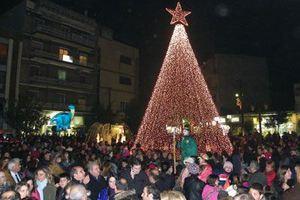 Φωταγωγήθηκε το Χριστουγεννιάτικο Δέντρο στον Λαγκαδά