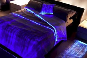Υφάσματα που... φωτίζουν το υπνοδωμάτιο