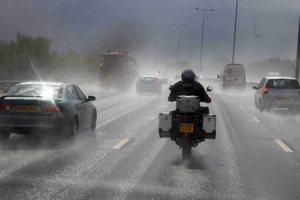 Μειωμένη και υπό βροχή η έξοδος των εκδρομέων