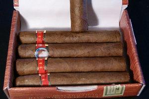 Ξέχασαν τα πούρα στην αύξηση των τιμών στα καπνικά προϊόντα