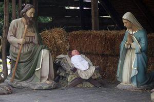 Γυμνός στη φάτνη παρίστανε το Χριστό!