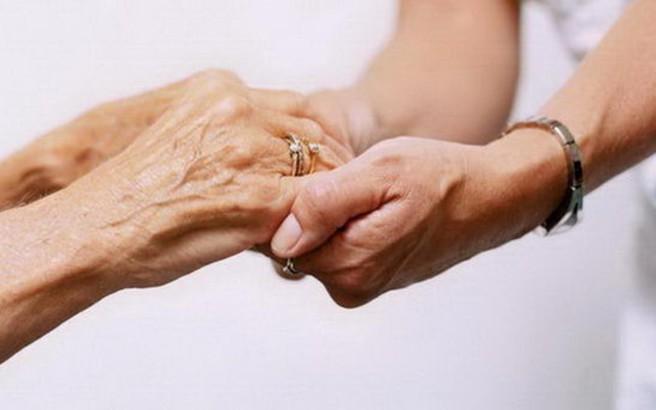 Παρατείνεται η φροντίδα ηλικιωμένων και αναπήρων